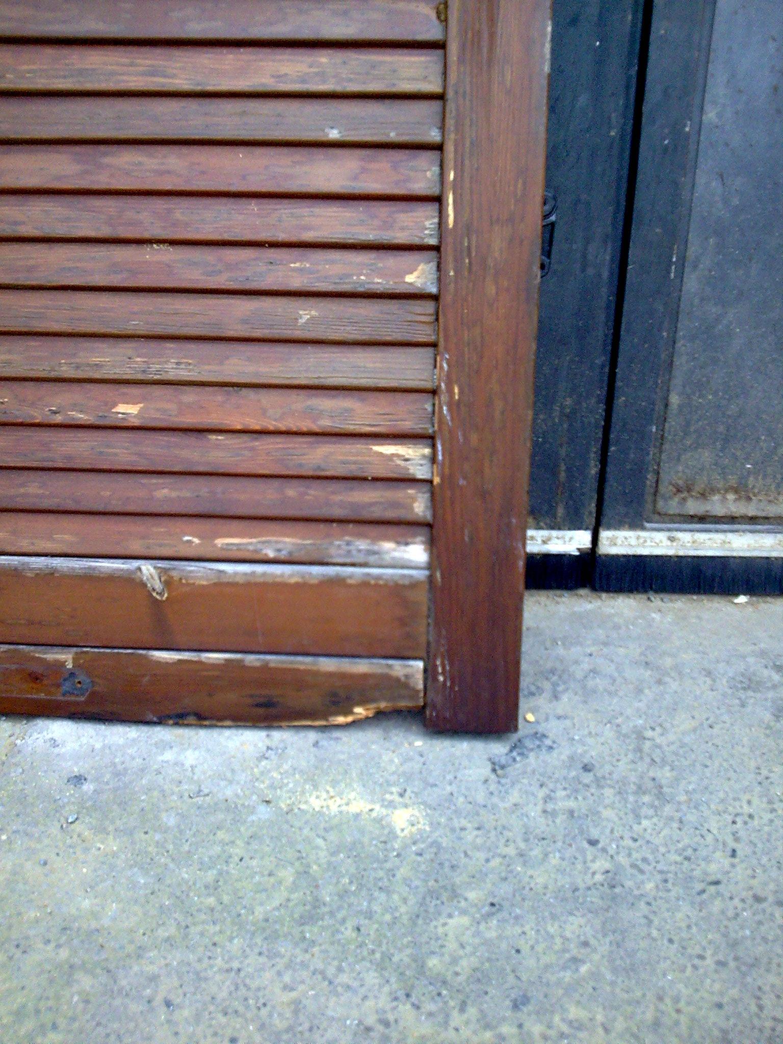 Persiane in legno prima della manutenzione