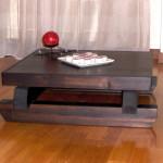 Tavolino realizzato in legno